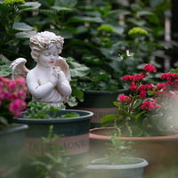 Direct sales new classic garden retro garden landscape resin prayer angel standing sculpture living room decoration ornaments