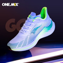Onemix 2021Men świecące buty do biegania maraton oddychające sportowe damskie trampki zasznurować siatkowe buty sportowe miękka płyta z włókna węglowego