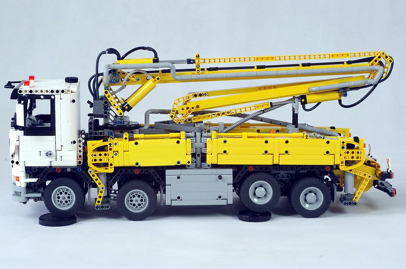TECHNIC MOC 29716 Truck With Concrete Pump by Ivan_M MOCBRICKLAND