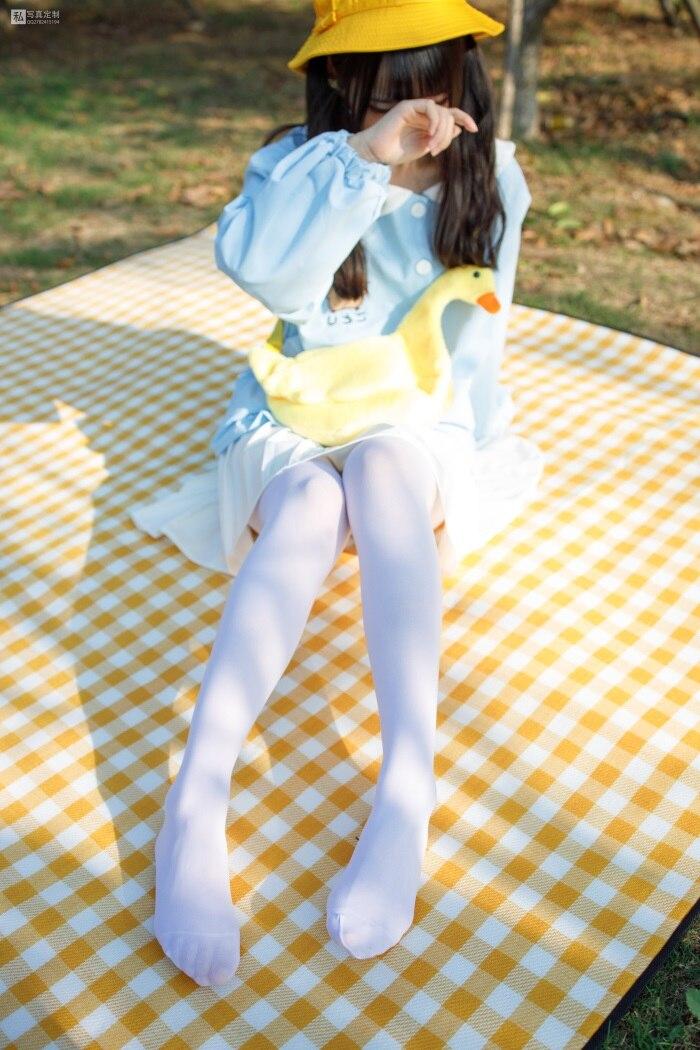 ★丝模写真★森萝财团-JKFUN-030《野餐、爆蛋和彩蛋》踩物白丝50D默陌[23P/1V/1.35G]插图(1)