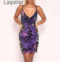 Женское платье с v образным вырезом на тонких бретелях блестками