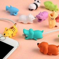 1 piezas de Cable morder Protector para Iphone cable Winder titular del teléfono de dientes de conejo perro gato Animal muñeca divertido
