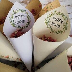 25 sztuk spersonalizowane wianek konfetti ślubne szyszki papieru niestandardowe Monogram płatek ryż favor cukierki szyszki birthday party popcorn szyszki