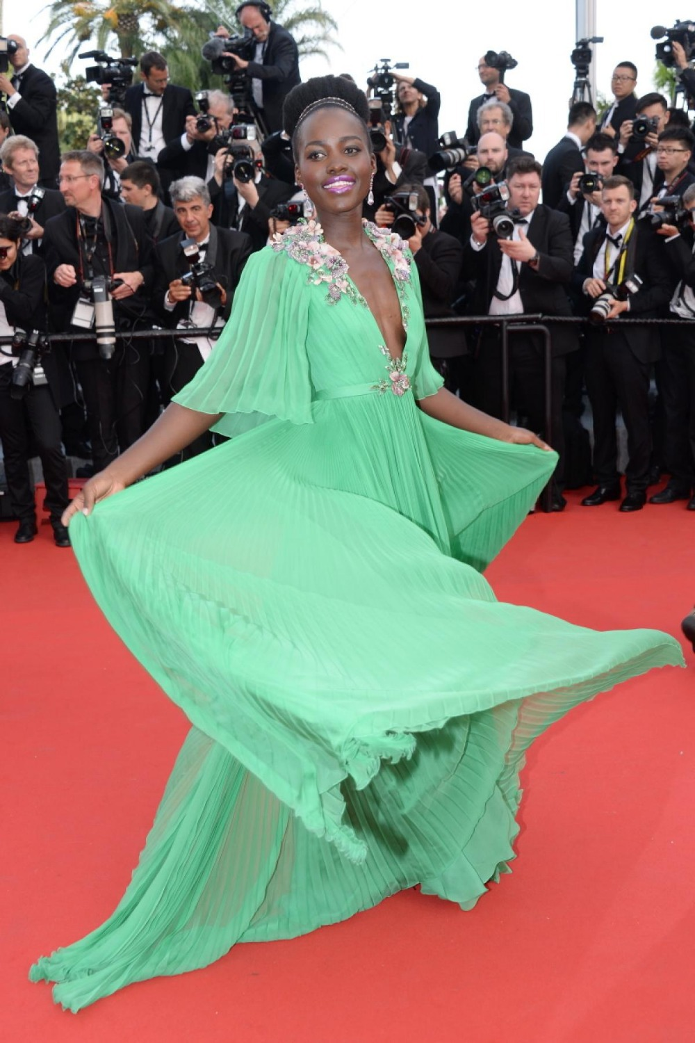 Lupita Nyong'o On Cannes Green V Neck Half Sleeve Elegant Formal Dress For Slae Beading Dazzling Party Mother Of The Bride Dress