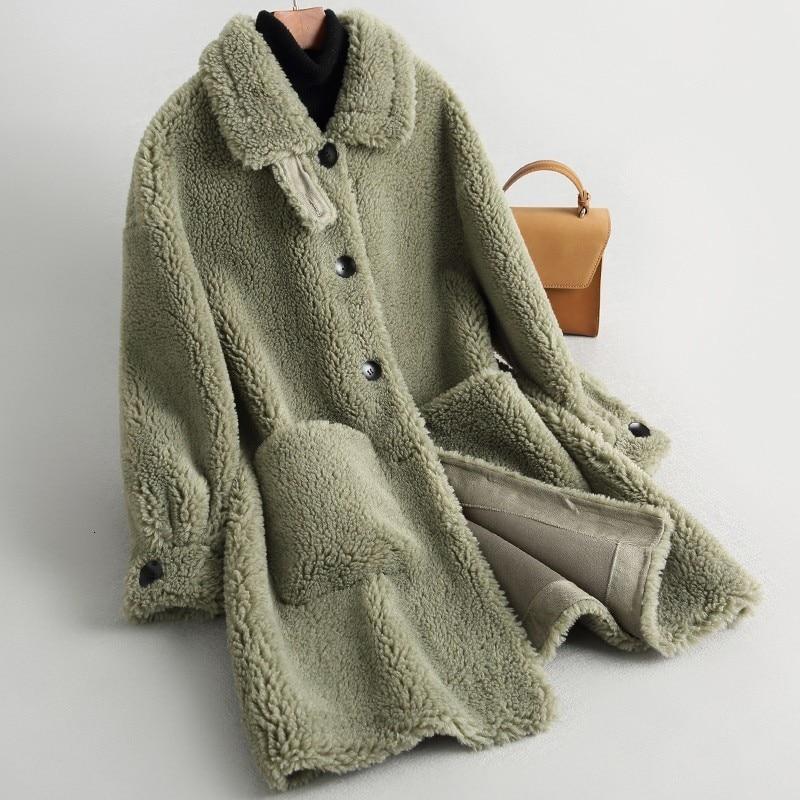 Fashion Thick Fashion Real Wool Fur Coat Women's Winter Long Coat Women's Shorts Simple Button Lamb Fur Coat Sportswear