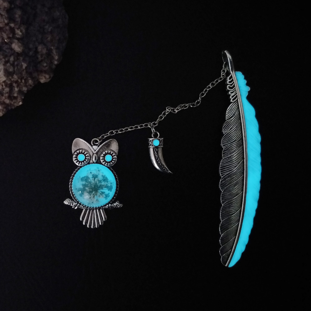 New Luminous Toy Owl Bookmark Creative Sun Star Butterfly Feather Retro Metal Book Marks Girls Gift School Glow In The Dark Toys