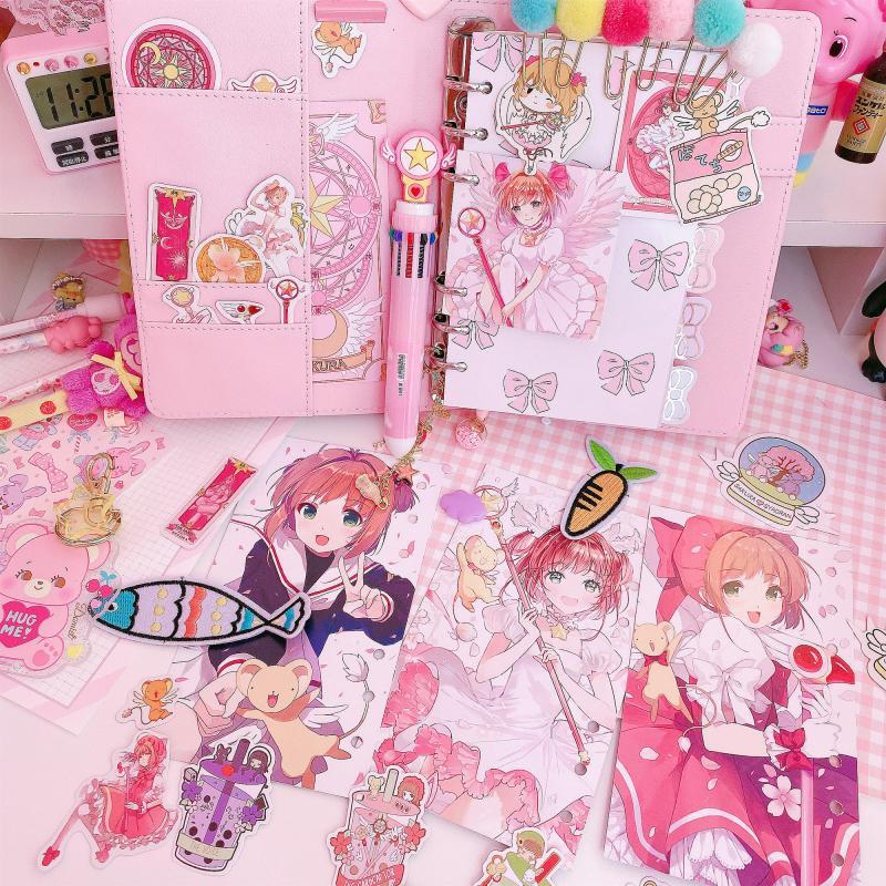 2020 cuaderno mágico Sakura Cardcaptor Book INS Diary A6 Noteook para niña regalo de cumpleaños Oficina papelería 6 estilos creativos A5 A6 A7 cuaderno de colores Índice Página mate cubierta espiral planificador diario papel nota libro páginas papelería