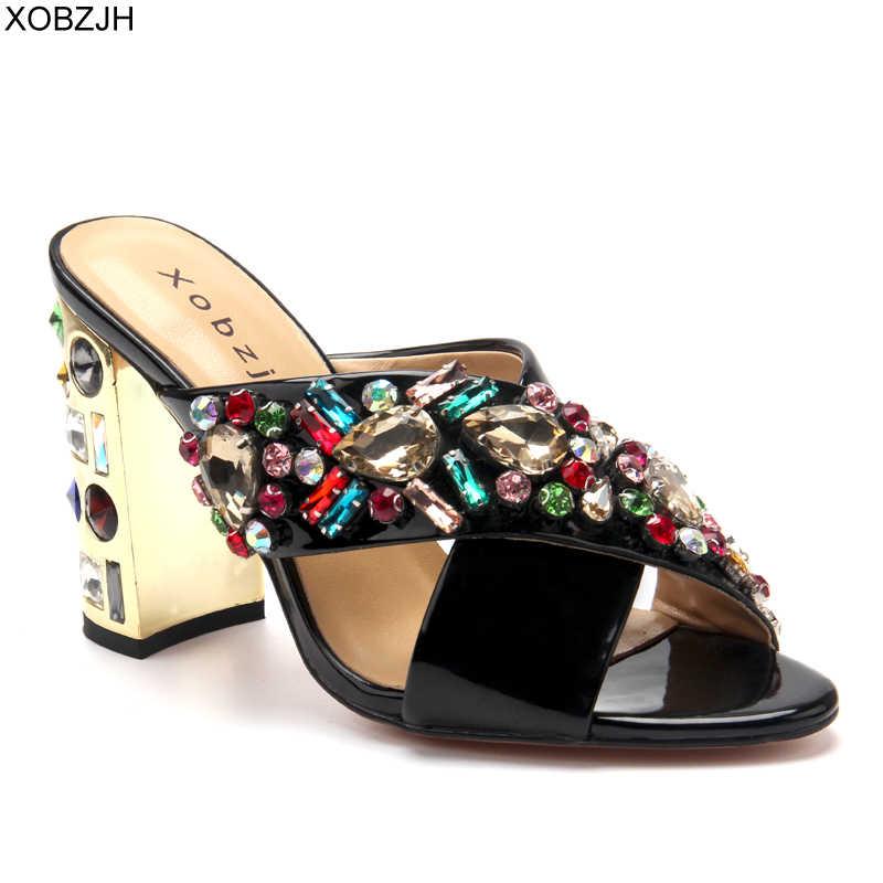 Zapatillas Mujer Zapatos verano tacones altos sandalias de lujo 2019 diseñador de marca boda negro sandalias de diamantes de imitación zapatos de punta abierta Mujer