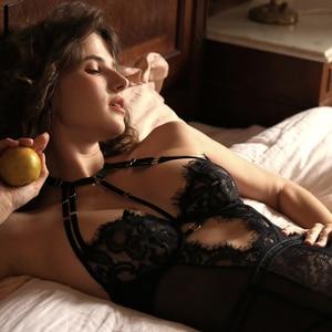 Image 3 - Czarny urok gorset gorsety kobiece ciało Shaper koronki fiszbiny uwodzenie sukienka seksowna bielizna Halter krzyżowa, bez pleców jednolita
