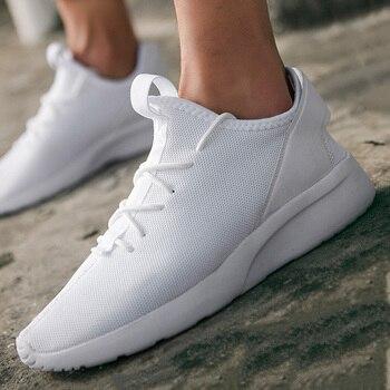 Zapatos informales ligeros blancos de talla grande para hombre 47 deportes al aire libre correr tendencia de moda cómodos transpirables verano 2020 nuevo