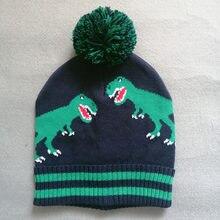 Зимняя шапка для мальчиков вязаная с помпоном темно синего цвета