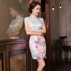 Image 1 - 2019 ขายสั้น Vestido De Debutante ฤดูร้อนใหม่แฟชั่นพิมพ์ผ้าไหม Cheongsam กระโปรงคลาสสิกแยก Slim Dress ผม Substitute