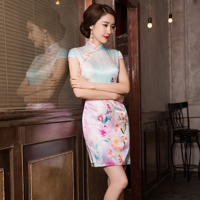 2019 ขายสั้น Vestido De Debutante ฤดูร้อนใหม่แฟชั่นพิมพ์ผ้าไหม Cheongsam กระโปรงคลาสสิกแยก Slim Dress ผม Substitute