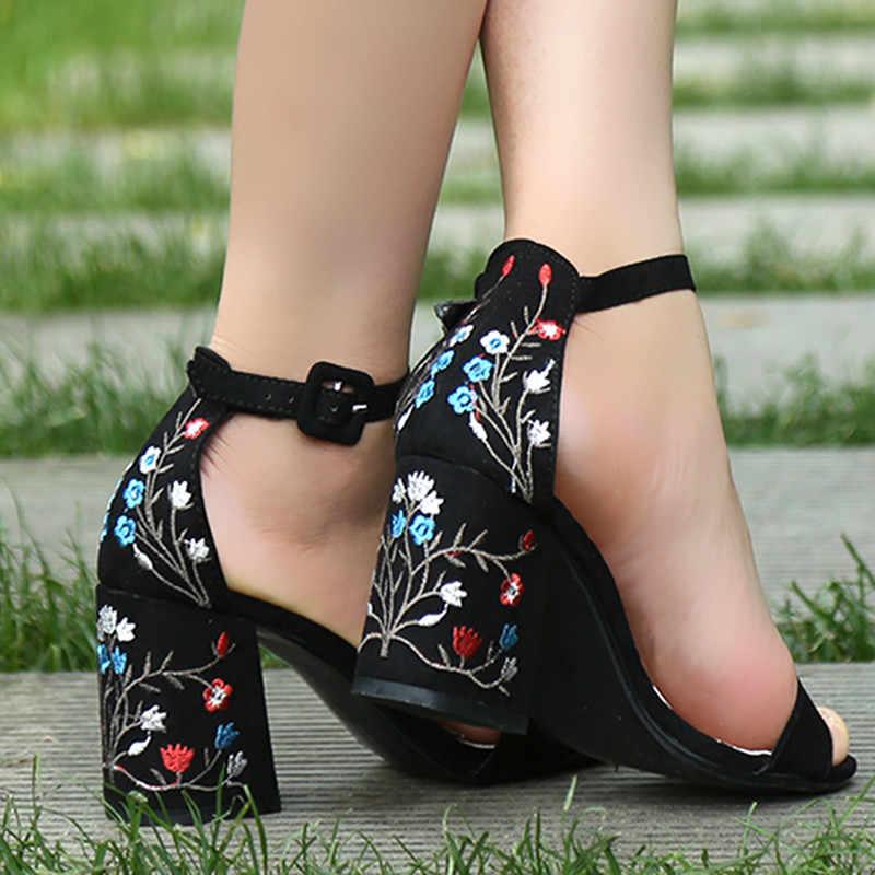 Ricama Sandali Dell'alto Tallone Delle Donne Sandali di Estate Etnico Floreale Scarpe Da Partito di Modo di Alta Qualità Elegante Piccolo Fresco Sandali