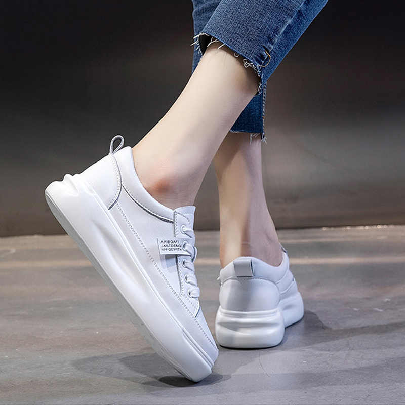Zapatillas de deporte para mujer de gran tamaño, zapatillas de deporte blancas ligeras de cuero para otoño, zapatos vulcanizados con plataforma para mujer, calzado deportivo transpirable informal para primavera