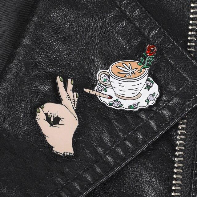 Kreatywne klapy metalowe kołki herbatniki feministyczne gest kawy kwiat płomień broszki odznaki szpilki do ubrań biżuteria prezenty dla przyjaciół