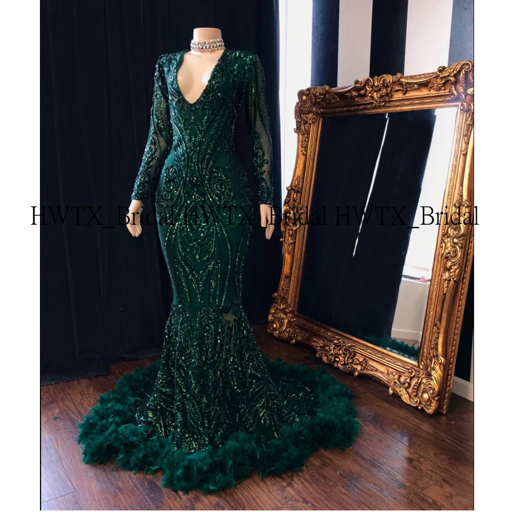 2020 New Charming Prom Dresses Long Sleeve V-neck Mermaid Green Sequin Lace Mermaid Prom Gown For African Black Girl 2K20 Custom