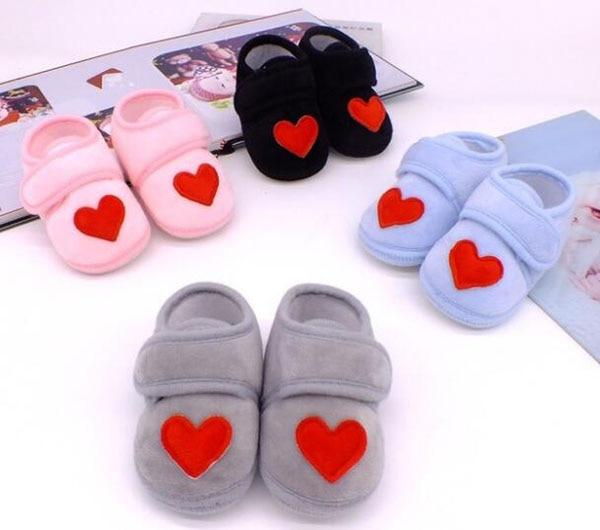 Sapatos bebê vermelho com coração, sapatos infantis rosa de recém-nascido, calçados para berço, antiderrapante, preto, bebê, meninos, nova sandália 2019 doce 1