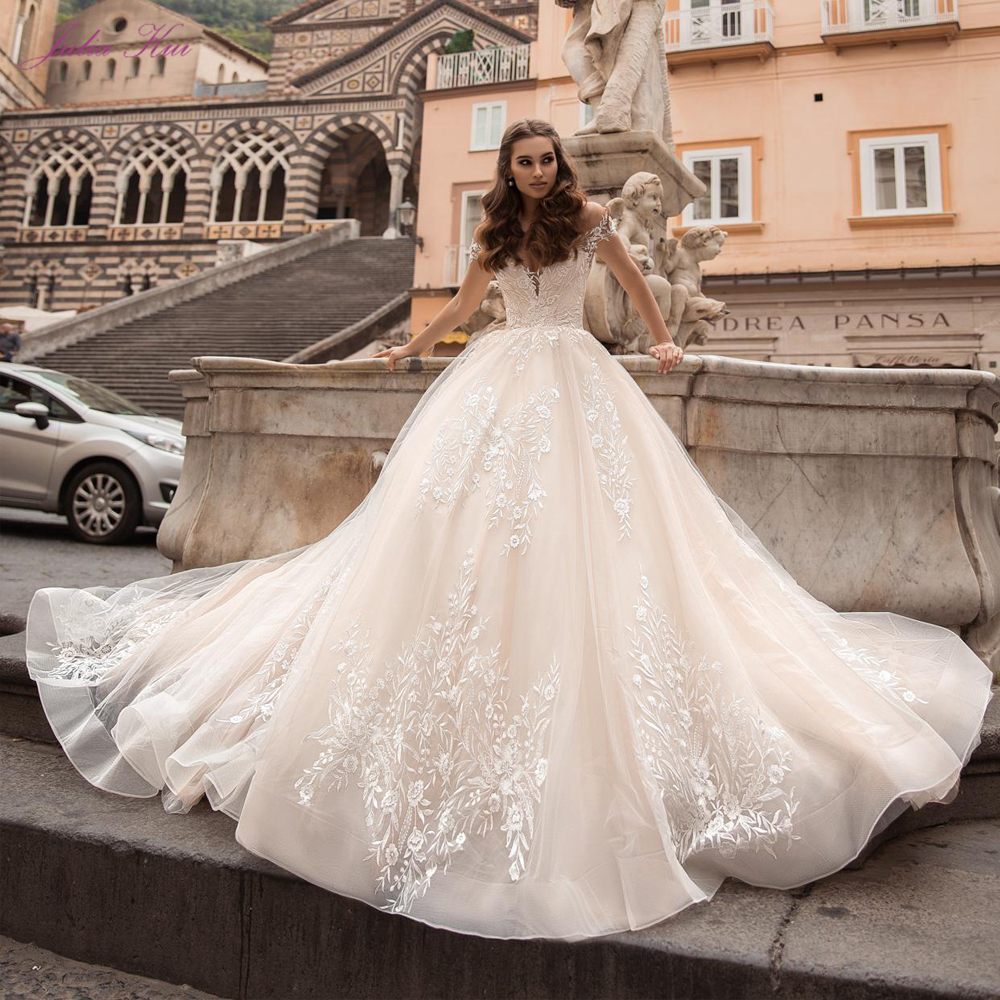 Julia Kui High Quality Sweetheart Ball Gown Wedding Dresses 2020 Embroidery Appliques Off The Shoulder Chapel Train Bride Gowns