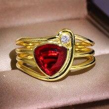 RongXing clásico triángulo rojo cristal circón geométrico anillos para mujer boda Retro amarillo oro lleno enero Birthstone anillo