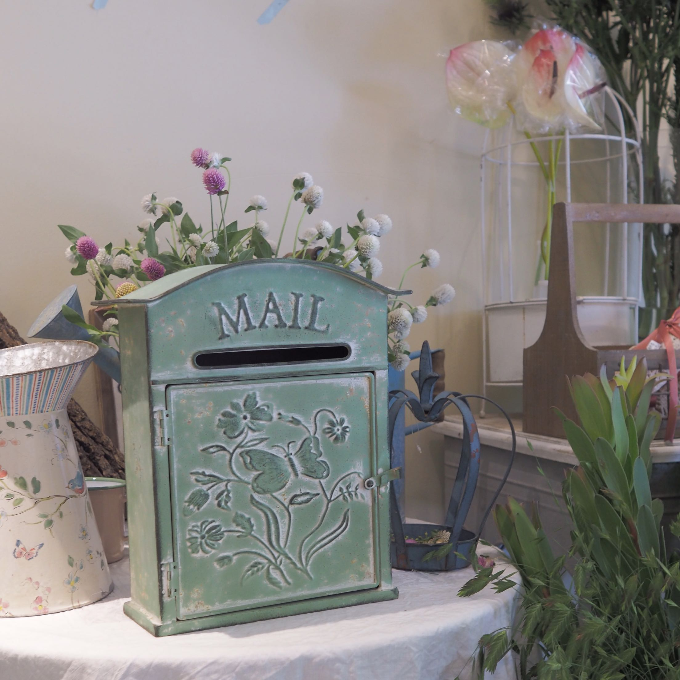 country style retro rustic metal mailbox