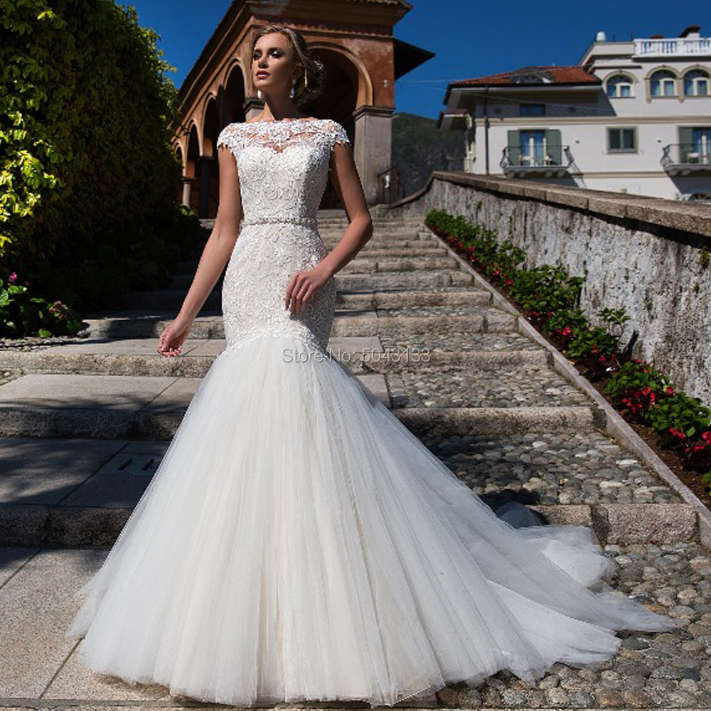 Luxury Mermaid Wedding Dresses 2020 Diamond Sashes Lace Appliques Scoop Short Sleeve Backless Wedding Tulle Hemline Bridal Gown