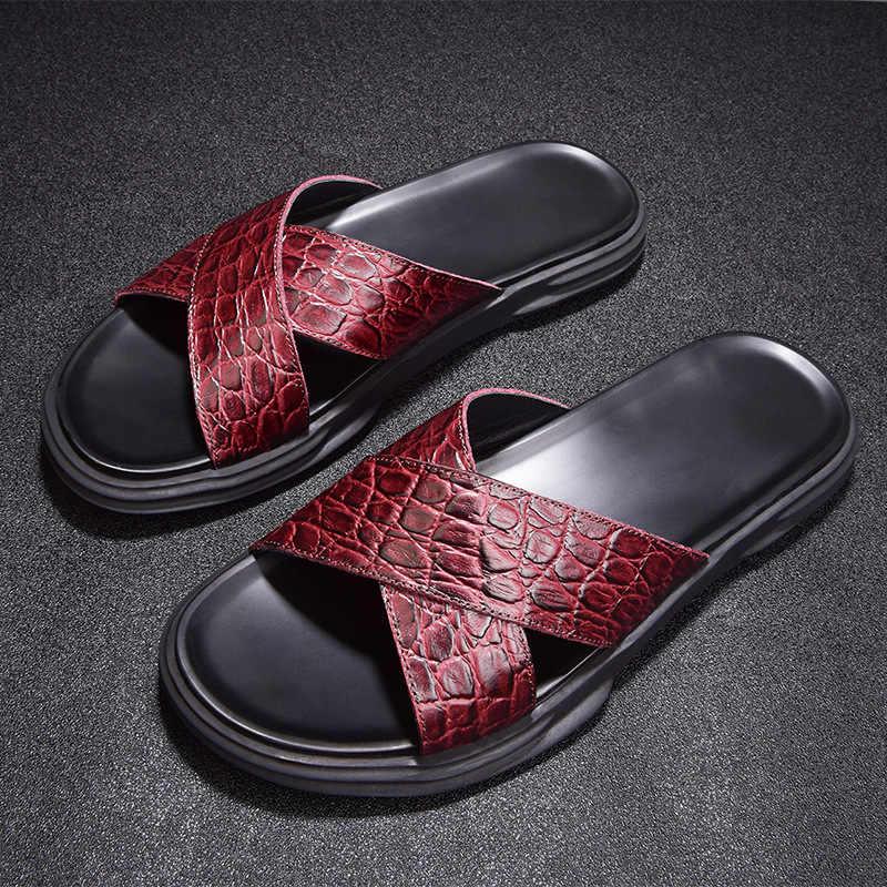 2019 Mới Giày Sandal Nam Đỏ Da Mềm Đế Bằng Dép Thời Trang Giải Trí Khóa Dây Đi Biển Cho Dép Mùa Hè Giày
