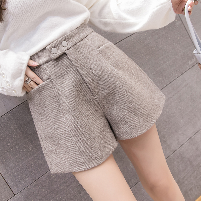 2019 New Autumn Winter Fashion Woolen Shorts Women Casual Loose Thick High Waist Shorts Striped Work Wear Wide Legs Shorts Mw785