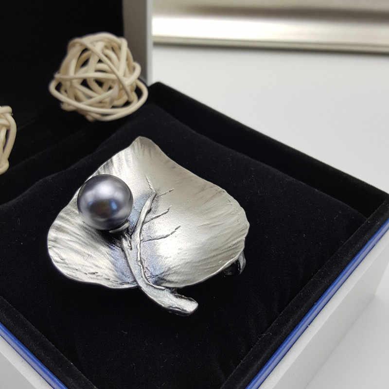 Vintage Perak Berlapis Daun Bros Putih Abu-abu Mutiara Imitasi Lencana Pin Wanita Bros Di Pakaian untuk Wanita Perhiasan