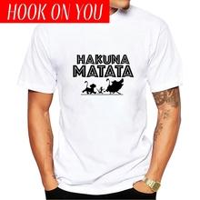 Showtly HAKUNA MATATA król lew Simba najlepszy przyjaciel Timon i pumba harajuku gotycki hip hop mężczyzna koszulka mężczyzna zabawny nadruk tshirt tanie tanio HOOK ON YOU Krótki O-neck Regular Suknem Modalne Na co dzień List