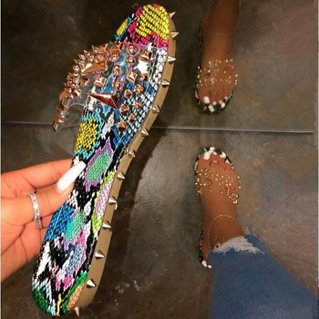Summer Rivet Rhinestone Flip Flop Slippers Shoes Women Outdoor Beach Flat Sandals Casual Snake Pattern Open Toe Home Slippers sexy flat rhinestone sandals snake style design flip women s sandals crystal decoration lady cute party silver shoes for dress
