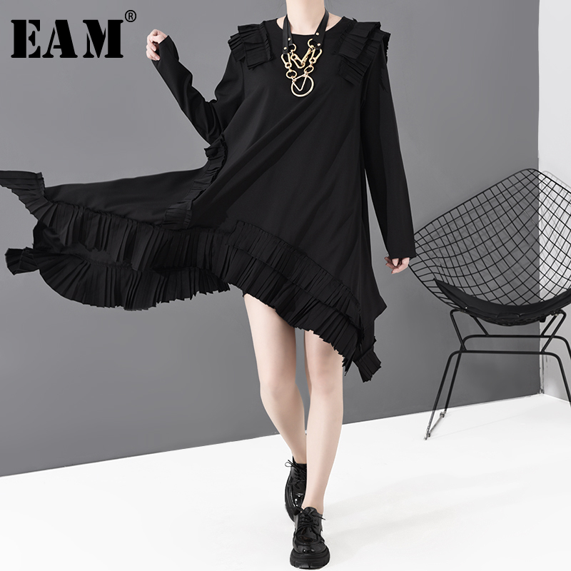 [EAM] Women Black Asymmetrical Pleated Dress New Round Neck Long Sleeve Loose Fit Fashion Tide Spring Autumn 2020 JI04501