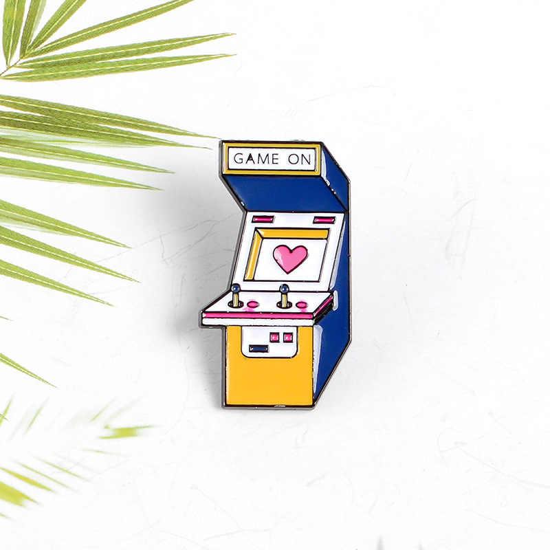 Jogo dos desenhos animados no esmalte pinos vintage arcade broches camisa saco de vídeo game botão crachá moda tv jogo jóias para crianças amigos