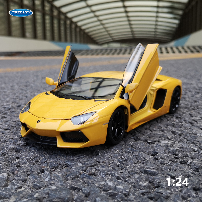 WELLY 1:24 Lamborghini Aventador LP700-4  Diecast Toy Car Model Metal Toy Vehicle Wheels  Car Collection Kids Toys Gift