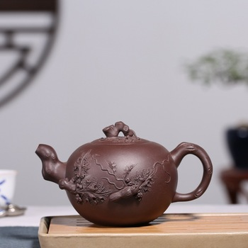 Yixing products recommended undressed ore grape purple clay squirrel pot of personalization teapot support a undertakes