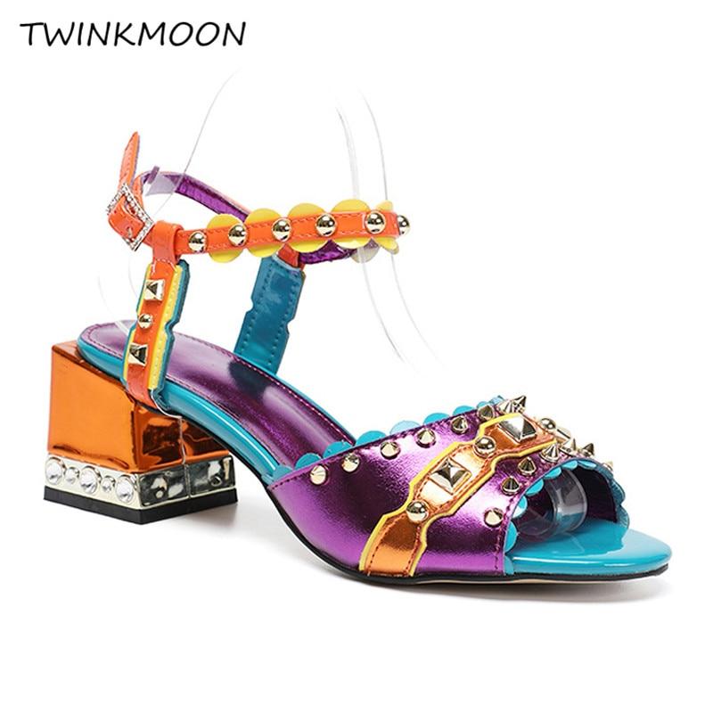 Ayakk.'ten Yüksek Topuklular'de Çivili Çivili Yüksek Topuklu Sandalet Ayakkabı Kadınlar Tasarım Renk Karışık Açık Ayak Perçinler Blok Topuk Sapatos Mujer Büyük Boy 43'da  Grup 1