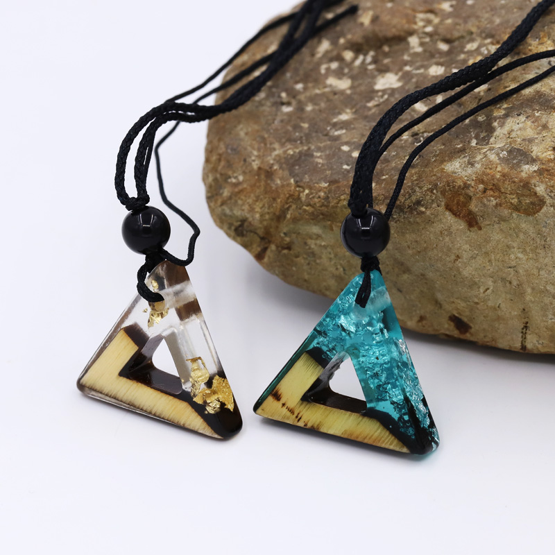 Fashionable Men and Women Necklace Vintage Wood Resin Triangle Pendant Necklace Weave Rope Chain Adjustable Short Necklace