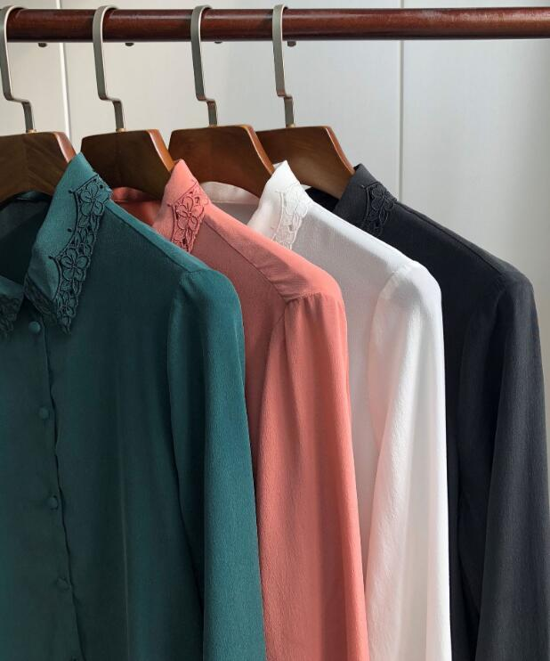 중공 수 놓은 실크 셔츠 빈티지 우아한 긴팔 셔츠 단추 라인 덮여 단추 블라우스-에서블라우스 & 셔츠부터 여성 의류 의  그룹 2