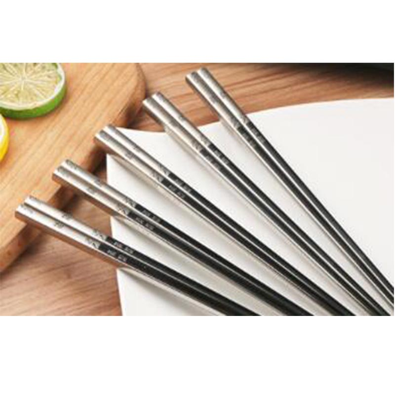 La vaisselle chinoise de cuisine fournit des baguettes d'acier inoxydable famille chargée Non-toxique Durable baguettes de haute qualité