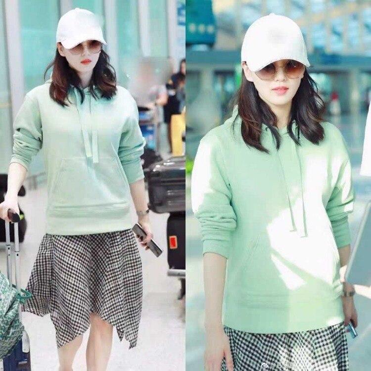Star Liu Shishi Airport Celebrity Style Mint Green Hoodie Sweater Women's High-waisted Black And White Lattice Pattern Half-leng