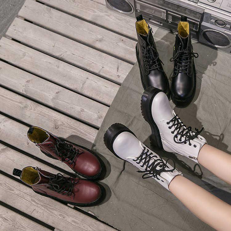 Beyaz Botas kadın motosiklet yarım çizmeler takozlar kadın dantel Up platformları sonbahar kış yumuşak deri ayakkabı Botas Mujer