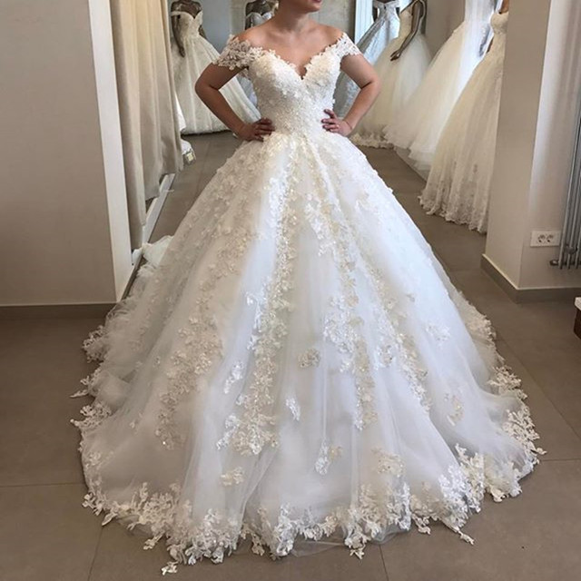 Elegant Off The Shoulder Puffy Ball Gown Wedding Dress Appliques Tulle V Neck Lace Wedding Gown backless Robe De Mariee