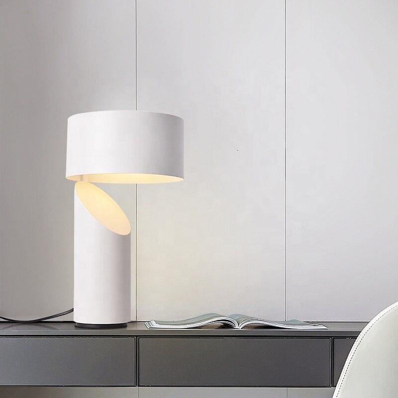 Işıklar ve Aydınlatma'ten LED Masa Lambaları'de Otel Metal fırçalanmış bronz renk Modern masa lambası dekor maison yatak lambası title=