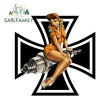 EARLFAMILY – autocollant en vinyle avec Croix De Fer, étiquette PIN UP, 13cm x 12.6cm, pour fille, motard, BOBBER, drôle, pour fenêtre, coffre De voiture