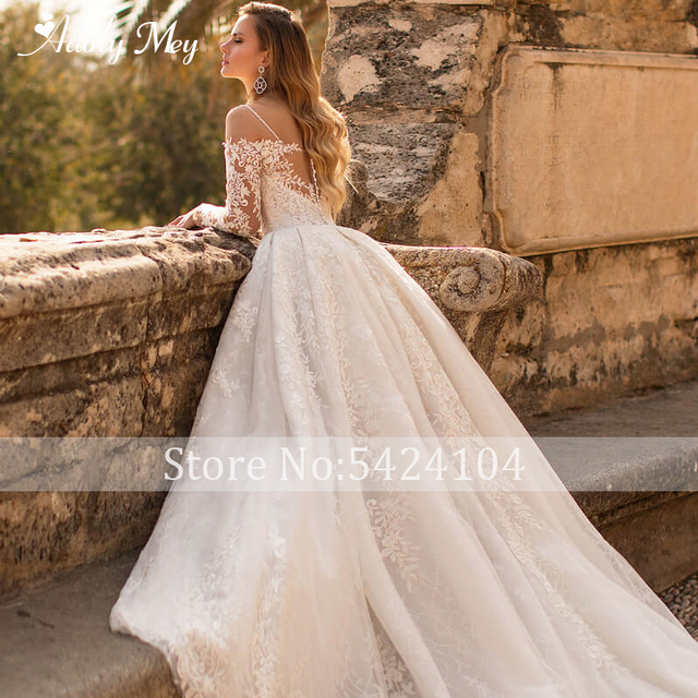 Glamorous Lace Appliques Court Train A-Line Wedding Dress 2021 Luxury Sweetheart Neck Beading Long Sleeve Princess Wedding Gown 5