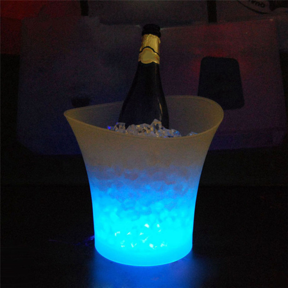 2018 New 5L Waterproof Plastic LED Ice Bucket Color Bars Nightclubs LED Flash Light Up Champagne Beer Bucket Bars Night Party