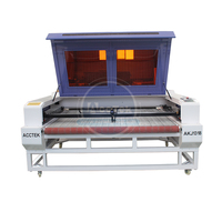 Máquina de corte de alta velocidade do laser da tela do laser do cnc da alimentação automática para a indústria do vestuário akj1318