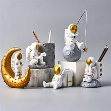 Фигурка креативной скульптуры астронавта, украшение для гостиной, аксессуары для украшения дома, настольное украшение, держатель для ручек