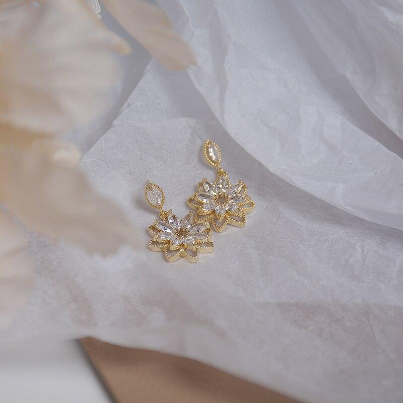 14K Real Gold Dainty Korean Flower Earrring for Women Bling AAA Zirconia Hollow Lace Stud Earring Wedding Brincos Bijoux Gift