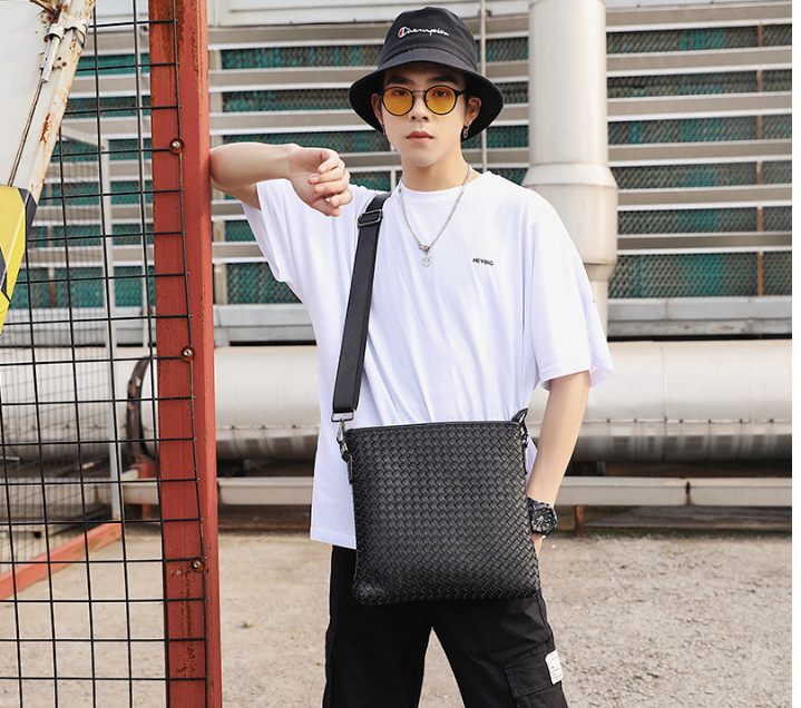 Chic Men Leather Small Briefcase Leisure Handmade Shoulder Bag Mens Outdoor Lightweight Easy-to-carry Bags Bolso Hombre DF322